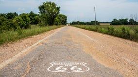 Trasy 66 znak na amerykańskiej macierzystej drogowej trasie 66 zdjęcie stock