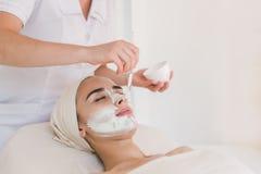 Tratamento da beleza no salão de beleza dos termas Fotos de Stock Royalty Free