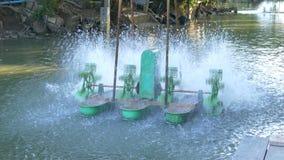 Tratamento da poluição de água do ambiente Máquina elétrica da turbina da água para o oxigênio do aumento nas águas residuais video estoque