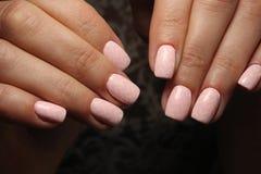 tratamento de mãos cor-de-rosa 'sexy' imagem de stock royalty free