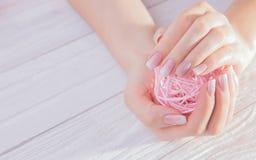Tratamento de mãos francês de Ombre Imagens de Stock Royalty Free