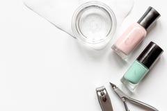 Tratamento de mãos francês - preparando ferramentas na opinião superior do backround branco imagem de stock