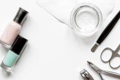 Tratamento de mãos francês - preparando ferramentas na opinião superior do backround branco fotografia de stock royalty free