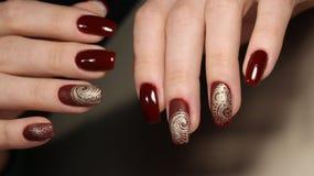 Tratamento de mãos perfeito e pregos naturais Fotos de Stock Royalty Free