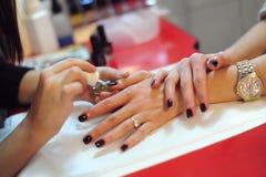 Tratamento de mãos profissional Imagens de Stock Royalty Free