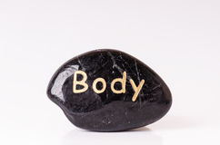 Tratamento de pedra Pedras de massagem pretas em um fundo branco Pedras quentes balanço o zen gosta de conceitos Pedras do basalt Imagens de Stock Royalty Free