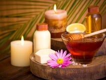 Tratamento do mel e dos termas Fotografia de Stock Royalty Free