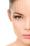 Tratamiento antienvejecedor del lifting facial - mujer asiática Fotos de archivo