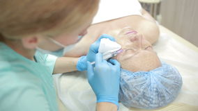 Tratamiento cosmético con la inyección en una clínica fortalecimiento de la piel metrajes