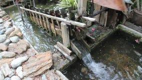 Tratamiento de aguas residuales de madera del concepto de la turbina de viento almacen de metraje de vídeo