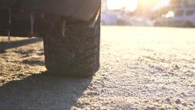 Tratamiento de caminos resbaladizos con la descongelación, MES lento metrajes