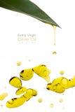 Tratamiento de la belleza Olive Oil Drops Isolated en blanco Imagen de archivo libre de regalías