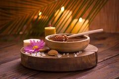Tratamiento de la miel y del balneario Imagen de archivo libre de regalías
