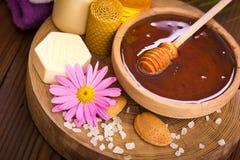 Tratamiento de la miel y del balneario Imagenes de archivo