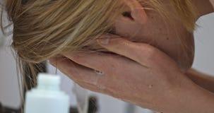 Tratamiento de la piel del acné almacen de video