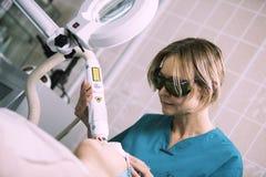 Tratamiento de la piel del laser Imágenes de archivo libres de regalías