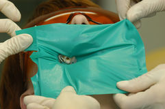 Tratamiento de pacientes en clínica estomatológica. Imagen de archivo libre de regalías