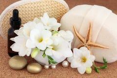 Tratamiento del balneario de la flor de la fresia Imagen de archivo libre de regalías