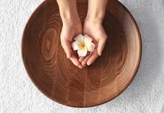 Tratamiento del balneario para las manos Foto de archivo libre de regalías