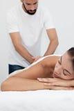 Tratamiento del masaje en el balneario fotografía de archivo