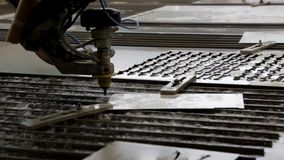 Tratamiento del metal con agua Corte abrasivo hidráulico almacen de metraje de vídeo