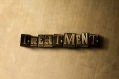 TRATAMIENTO - primer de la palabra compuesta tipo vintage sucio en el contexto del metal Fotos de archivo libres de regalías