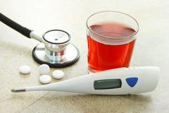 Tratamiento y cuidado de la gripe Imágenes de archivo libres de regalías