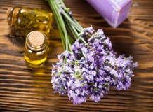 Tratamientos de la salud con las flores de la lavanda Imagen de archivo libre de regalías