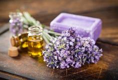 Tratamientos de la salud con las flores de la lavanda Fotografía de archivo libre de regalías