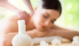 Tratamientos orientales tradicionales de la terapia y de la belleza del aroma De bajo Foto de archivo libre de regalías