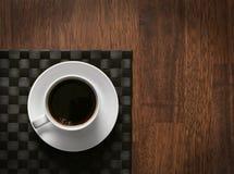 Tratar el café con vapor caliente Imagen de archivo