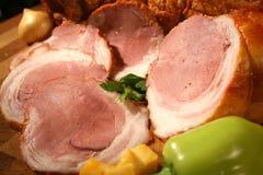 Trate el jamón con suavidad con pimienta verde y la cebolla Foto de archivo libre de regalías