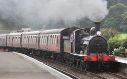 Trate el tren con vapor Fotografía de archivo