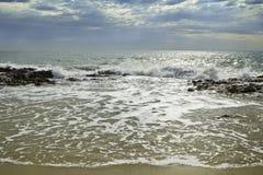 Trate la acción de la onda con suavidad Imagenes de archivo