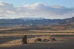 Trate la luz temprana de la tarde con suavidad de la primavera en campo islandés Fotos de archivo