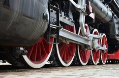 Trate las ruedas del tren con vapor Fotos de archivo libres de regalías