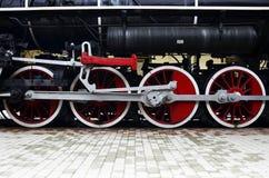 Trate las ruedas del tren con vapor Foto de archivo libre de regalías