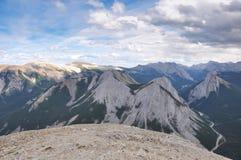 Trate a skyline no Columbia Britânica, perto do jaspe, Canadá Fotos de Stock Royalty Free