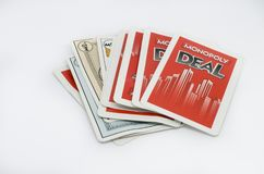 Trato del monopolio del juego de tarjeta aislado en un fondo blanco fotografía de archivo libre de regalías