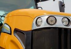 Trator agrícola amarelo novo Construção poderosa alaranjada miliampère Imagem de Stock Royalty Free