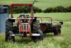Trator de exploração agrícola velho Fotografia de Stock Royalty Free