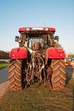 Trator de exploração agrícola vermelho moderno Foto de Stock Royalty Free
