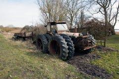 Trator especial a conduzir no pântano jutland sul fotografia de stock royalty free