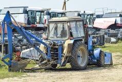 Trator, estando em seguido Máquina de semear Fotografia de Stock