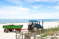 Trator na praia. Imagem de Stock Royalty Free