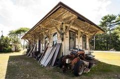 Trator velho em uma exploração agrícola imagens de stock royalty free