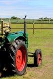 Trator verde velho Imagem de Stock