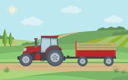 Trator vermelho com o reboque no fundo rural da paisagem Fotografia de Stock