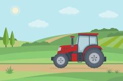 Trator vermelho no fundo rural da paisagem Imagens de Stock Royalty Free