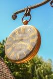Tratraditional zegarka sklepu znak przy starym wioski muzeum Aarhus Obraz Stock